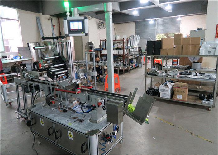 Mašina za naljepljivanje naljepnica s ravnom površinom sa automatskim naljepnicama