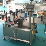 Stroj za nanošenje naljepnica s prednje i stražnje strane s mehanizmom za ispravljanje